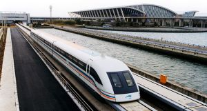 800px-A_maglev_train_coming_out,_Pudong_International_Airport,_Shanghai