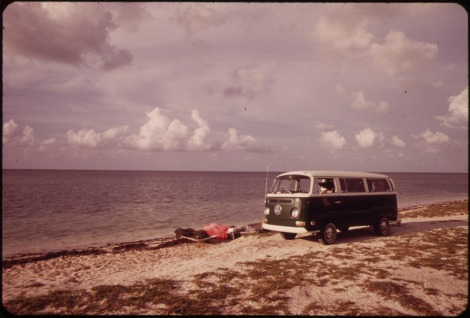 BEACH_AT_LITTLE_DUCK_KEY._CAMPING_IS_POPULAR_THROUGHOUT_THE_KEYS,_AND_MANY_HAVE_LARGE_COMMERCIAL_FACILITIES._THESE_DO..._-_NARA_-_548803