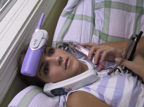 girl_on_phones